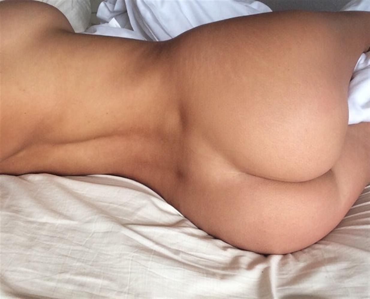Holly Peers Nude Photos 0012