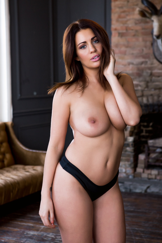 Holly Peers Nude Photos 0078