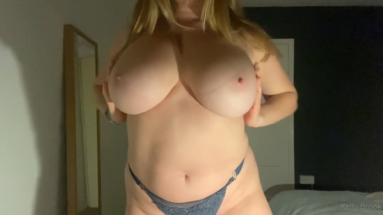 Kelly Brook Leaked Onlyfans Nude Big Tits Video