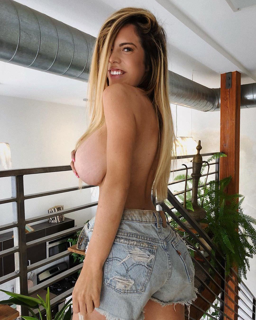 Danielley Ayala Nude Snapchat Photos 0022