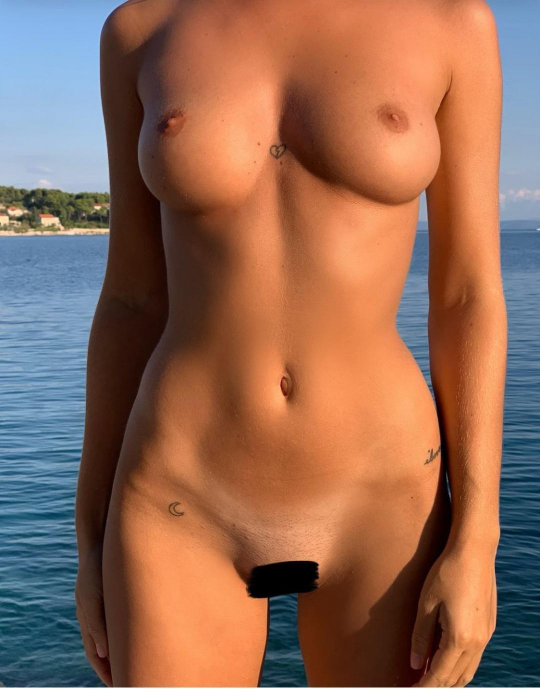 Pauline Tantot Nude Onyfans Leaked 0083