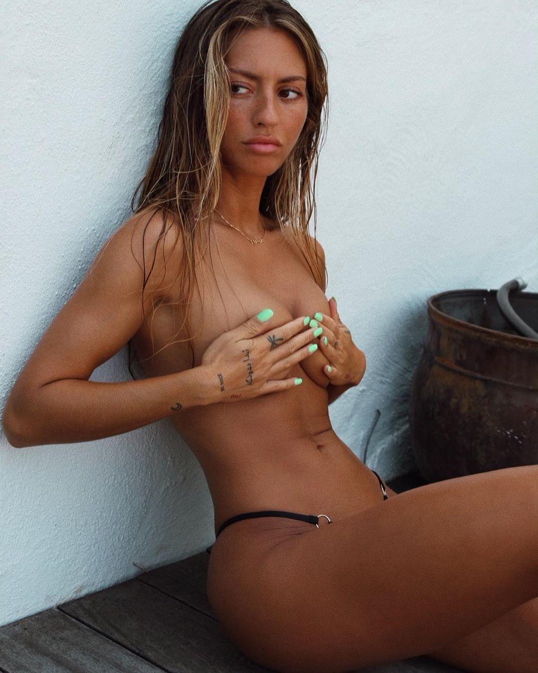 Pauline Tantot Nude Onyfans Leaked 0106
