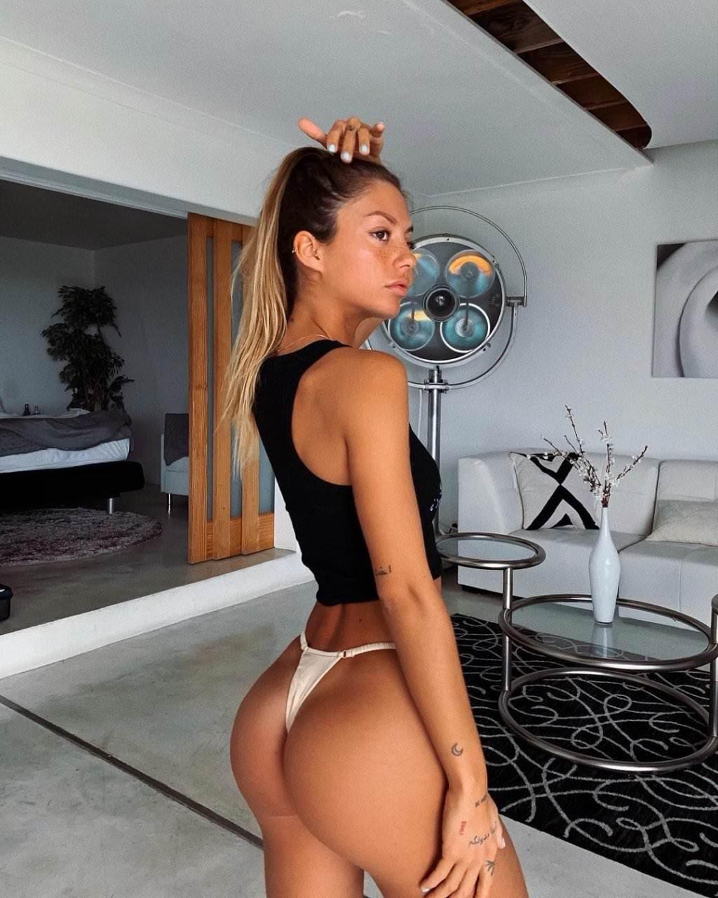 Pauline Tantot Nude Onyfans Leaked 0191