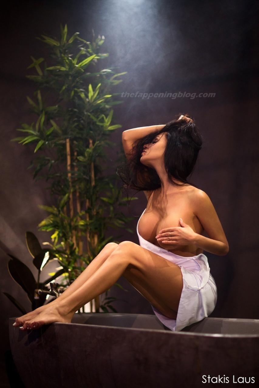Lilya Volkova Poses Topless 0002