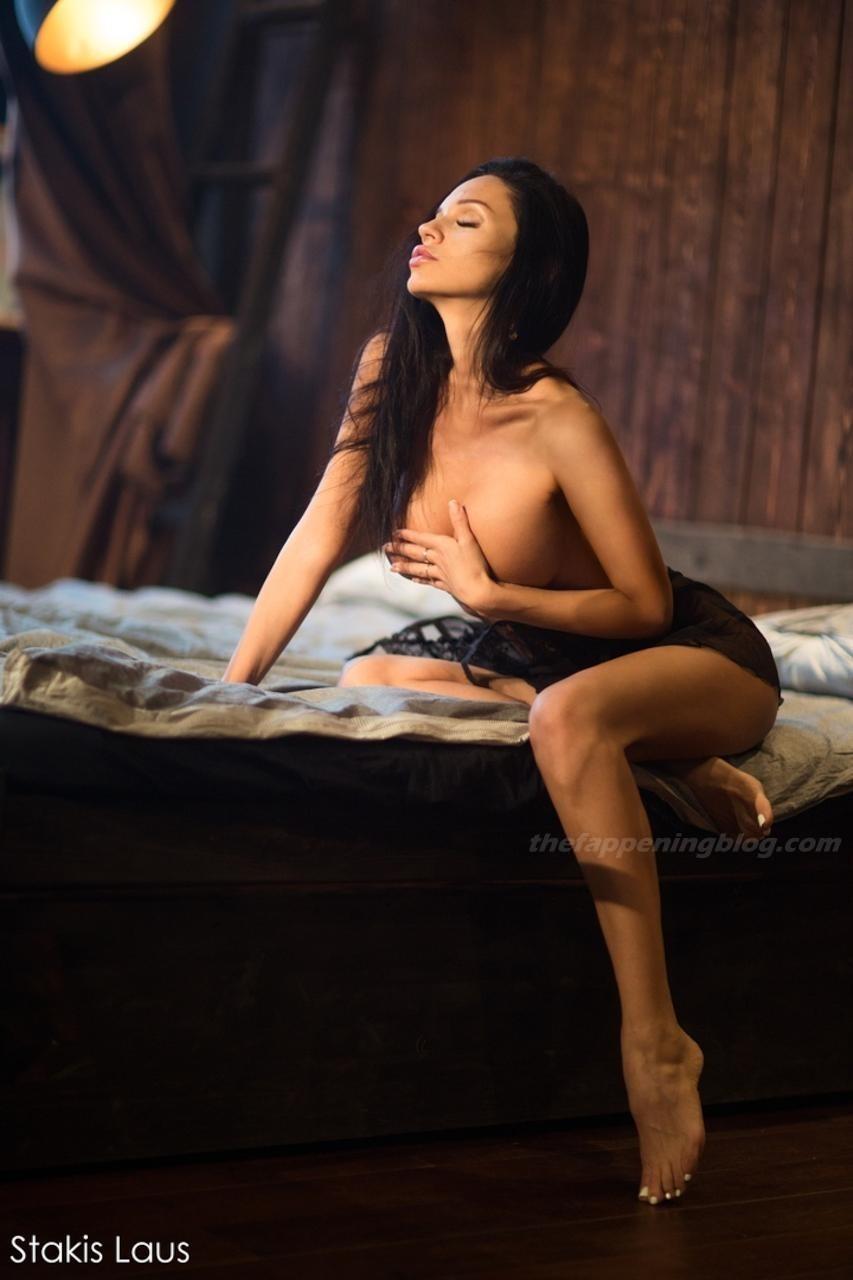 Lilya Volkova Poses Topless 0004