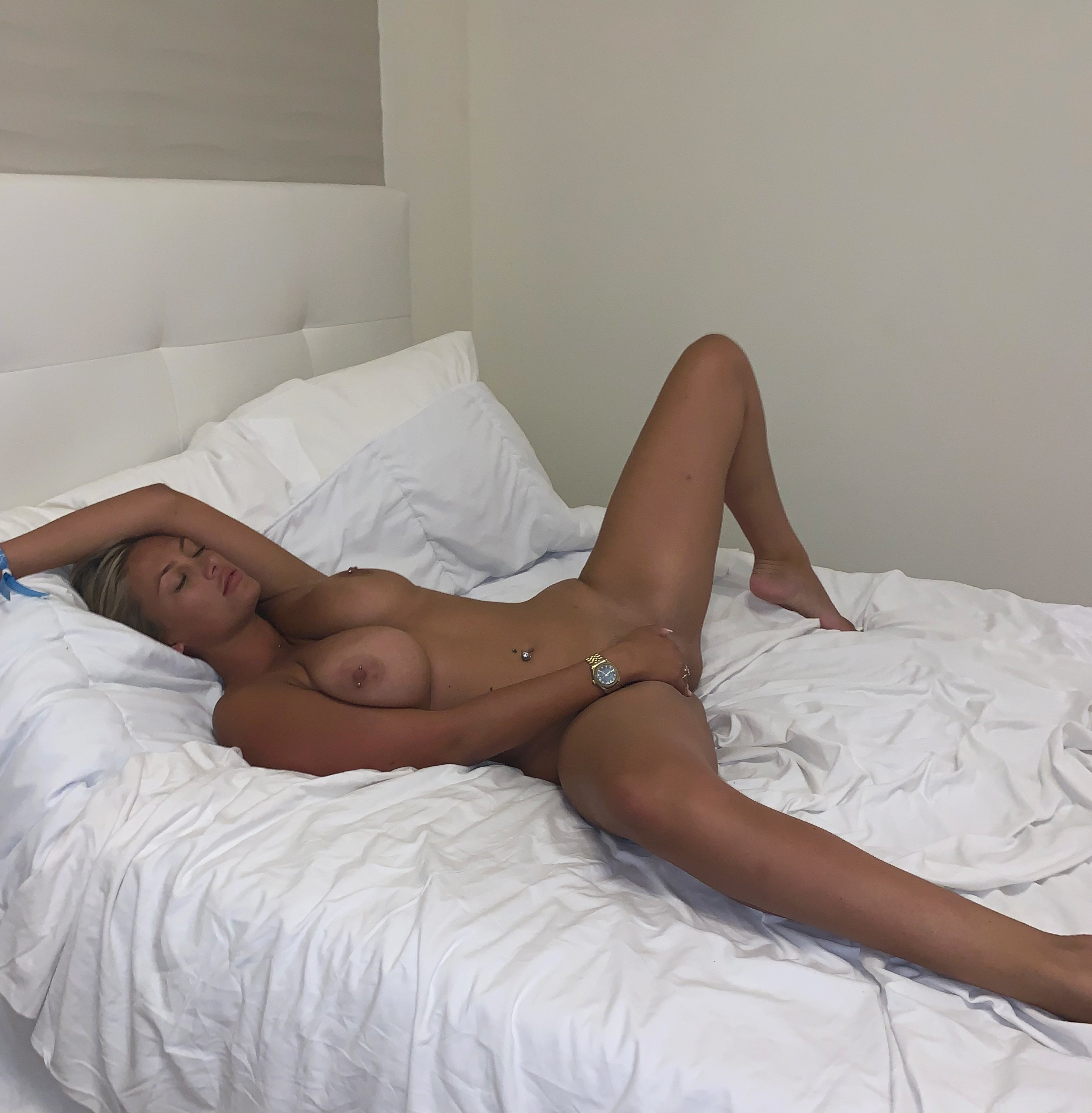 Lucy Nicholson Leaked 0006