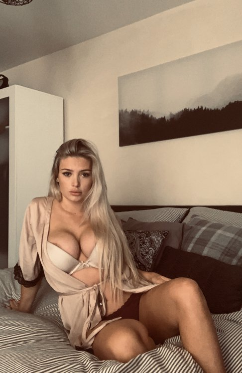 Lucy Nicholson Leaked 0092