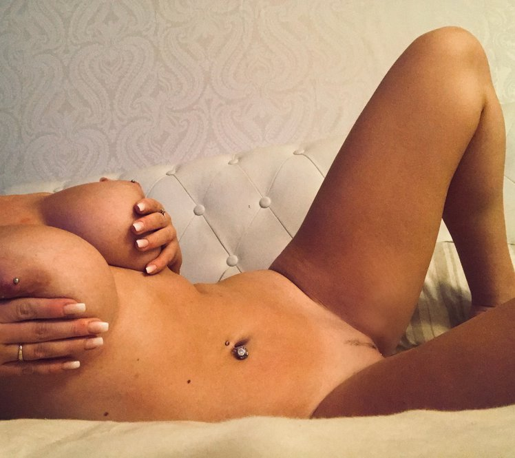 Lucy Nicholson Leaked 0105