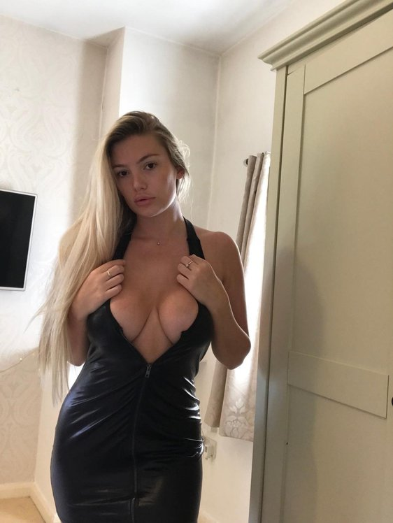 Lucy Nicholson Leaked 0106