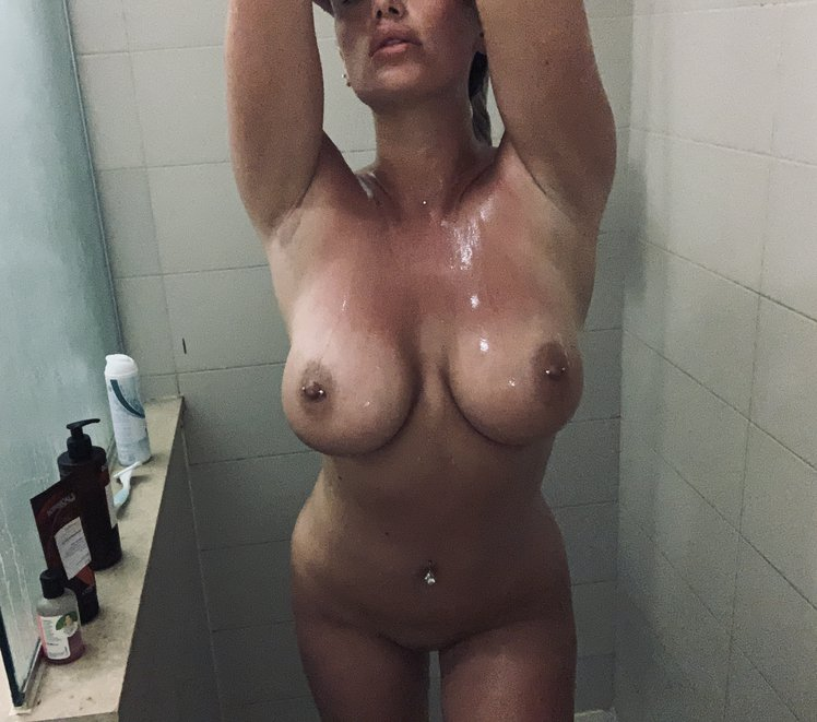 Lucy Nicholson Leaked 0243