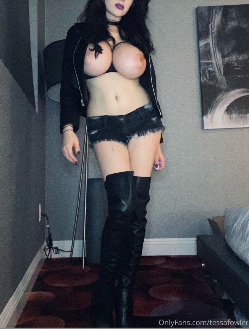 Tessa Fowler Others Nude Leaks 0003