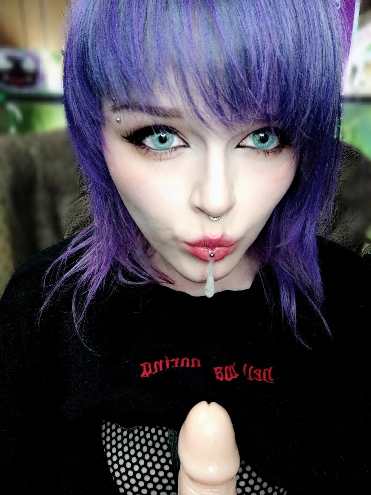 Poofychan's Slutty Goth E Girl Cosplay 0004