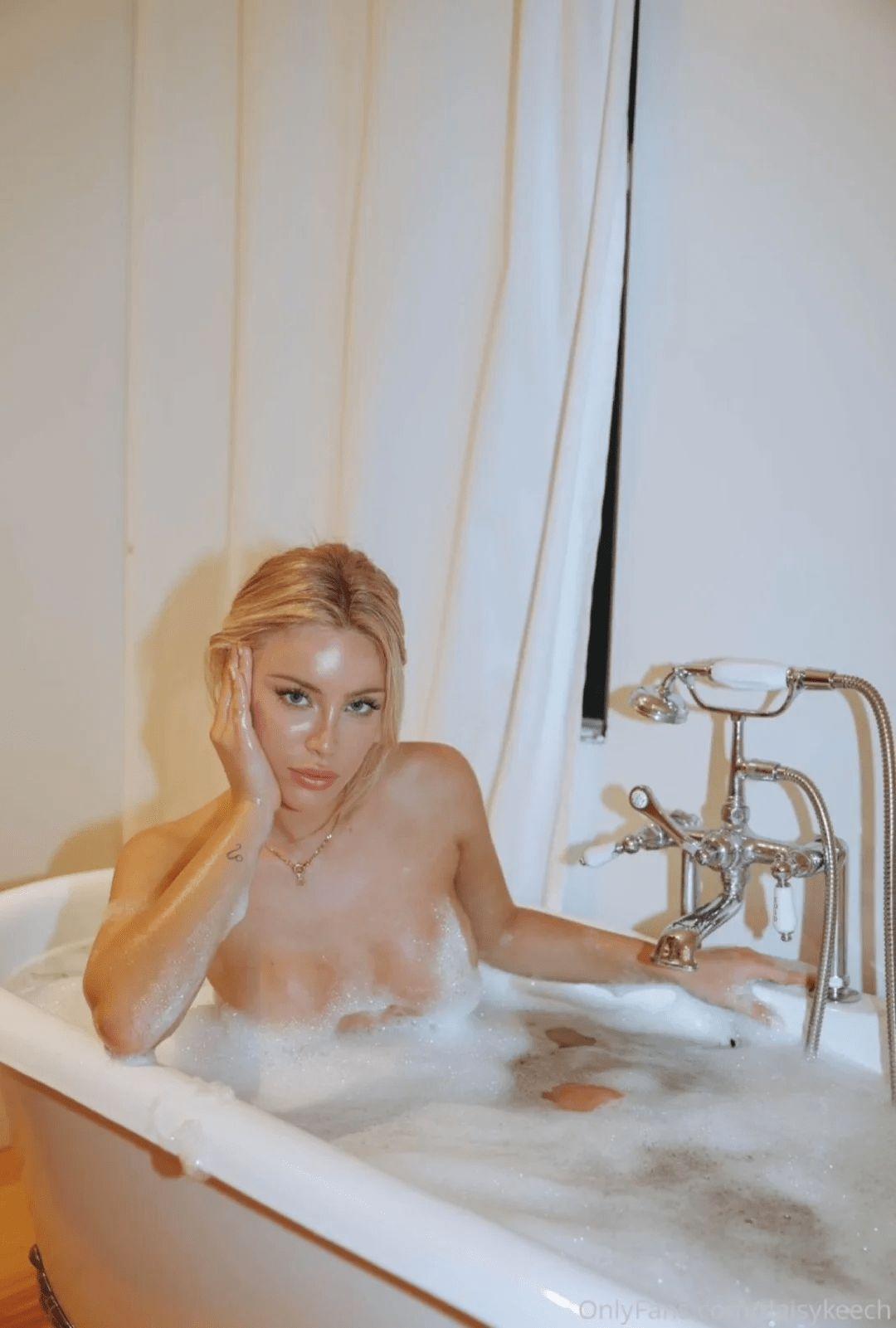 Daisy Keech Nude Bath 0004