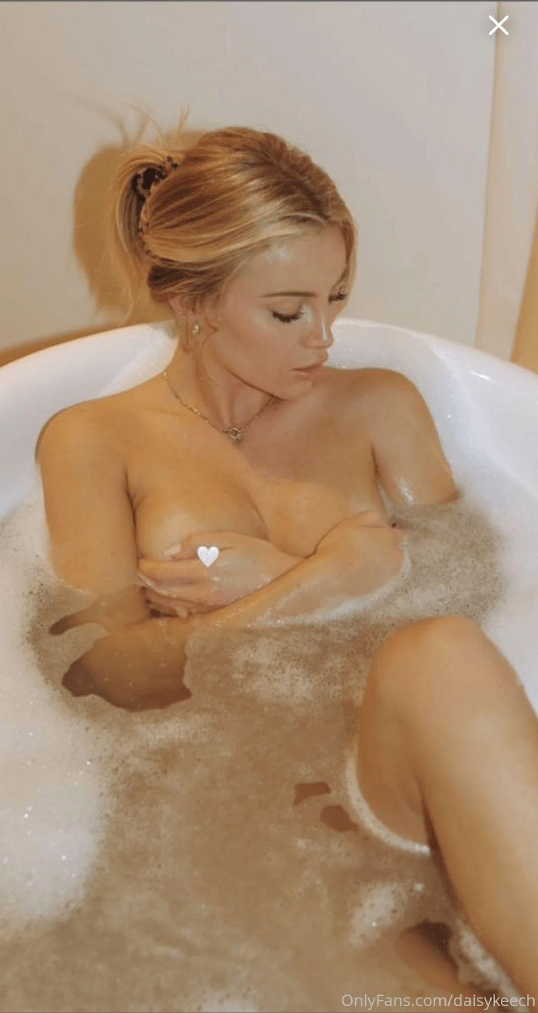 Daisy Keech Nude Bath 0009