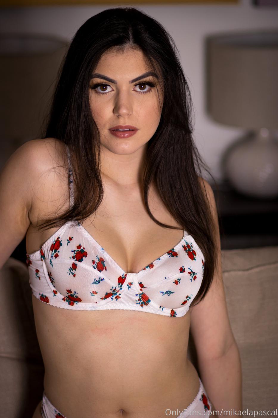 Mikaela Pascal White Flower Lingerie Onlyfans Set Leaked 0001