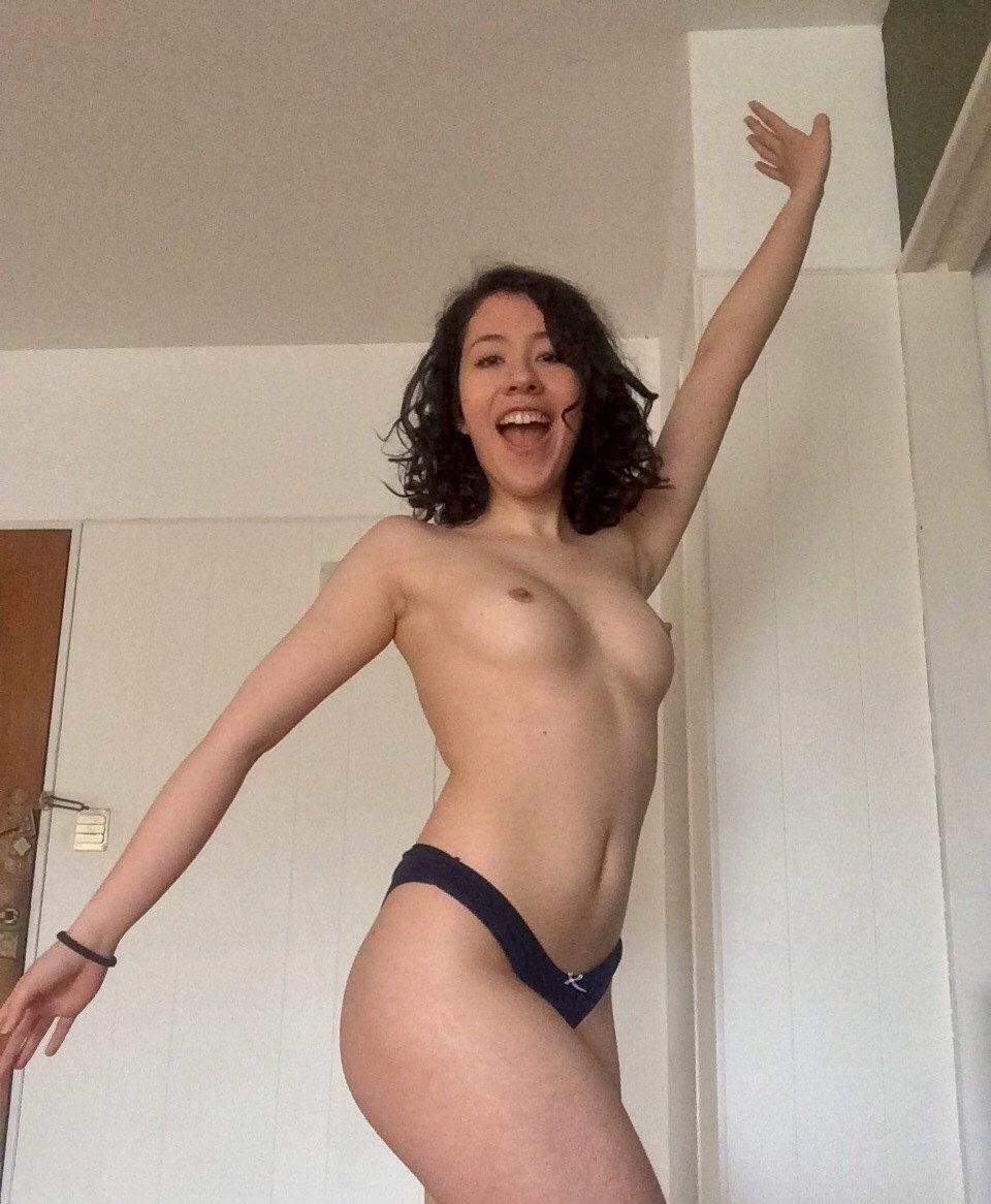 Vanessacherry Onlyfans Nude Leaks 0033