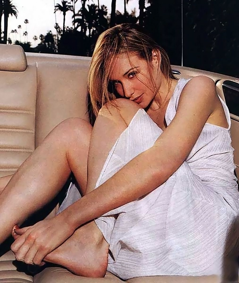 0226175619844 073 Claire Forlani Feet Hot Sexy Cleavage 50 T