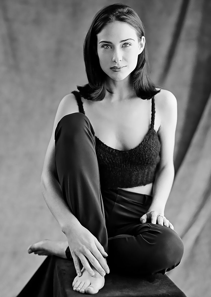 0226175619844 119 Claire Forlani Feet Hot Sexy Cleavage 48 T