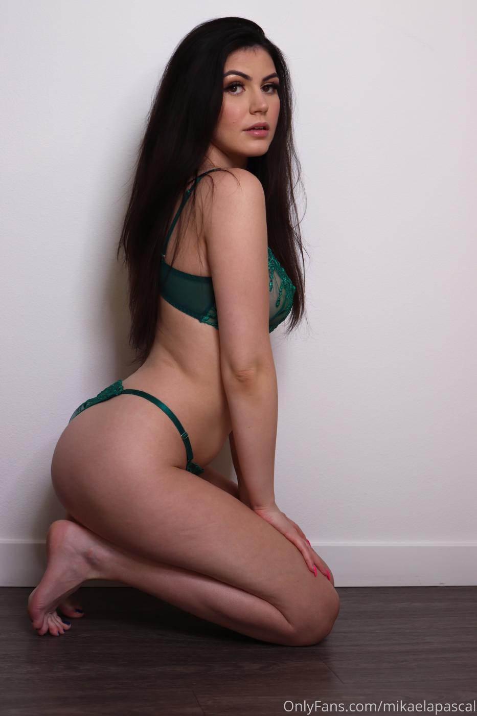 Mikaela Pascal Green Lingerie Onlyfans Set Leaked 0001