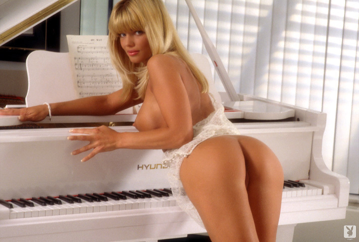 Playmate Of The Month September 1995 Donna D'errico 0055