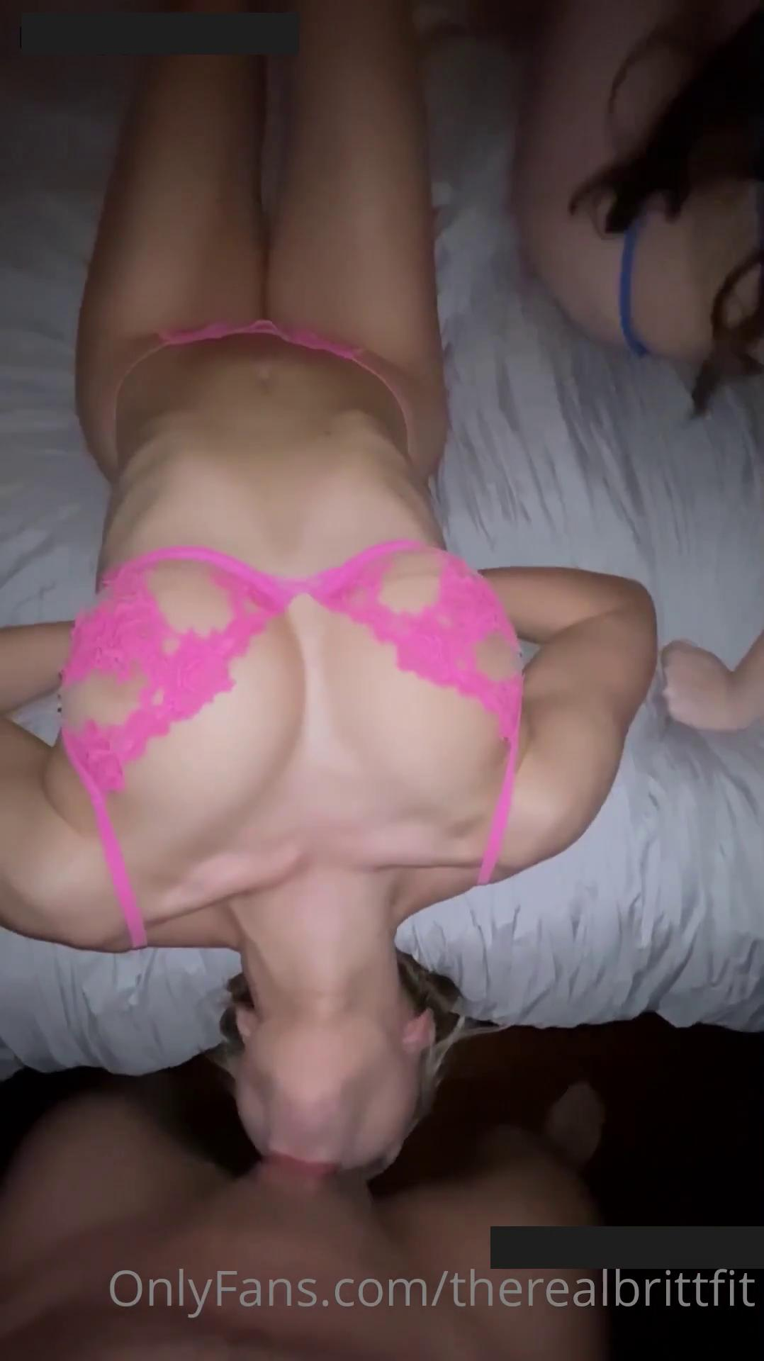 Therealbrittfit Threesome Sextape Onlyfans Porn Video Leaked 0007