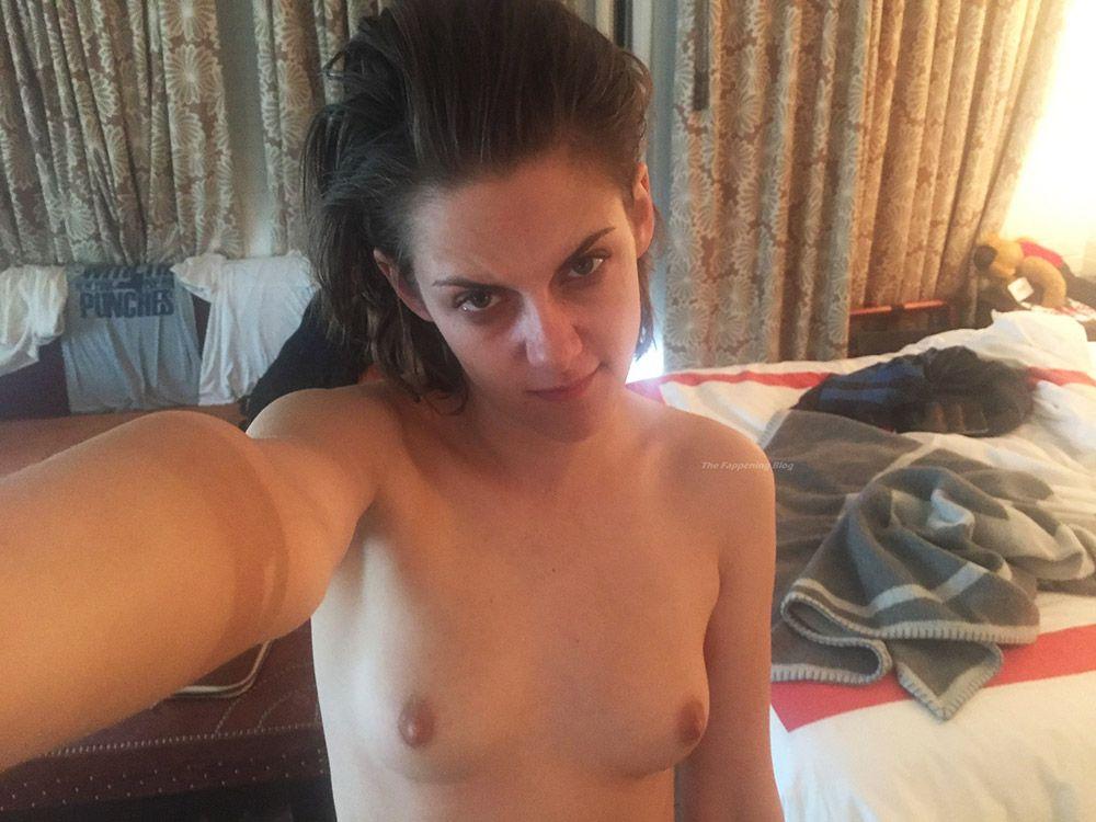 0303051210632 024 Kristen Stewart Nude Leaked Naked Porn 29