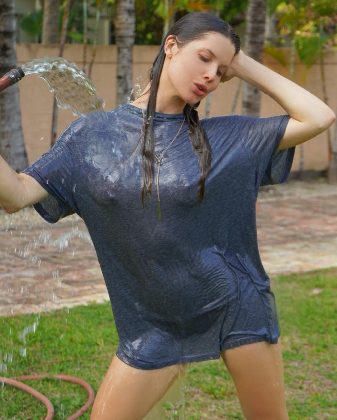 Amanda Cerny Wet T Shirt Picture Set 0001