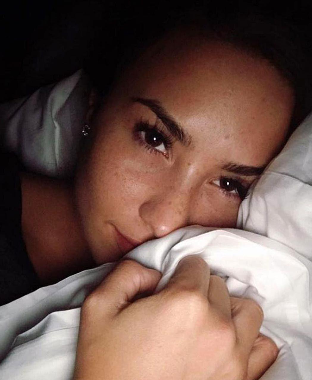 Demi Lovato Nude & Sexy 0041