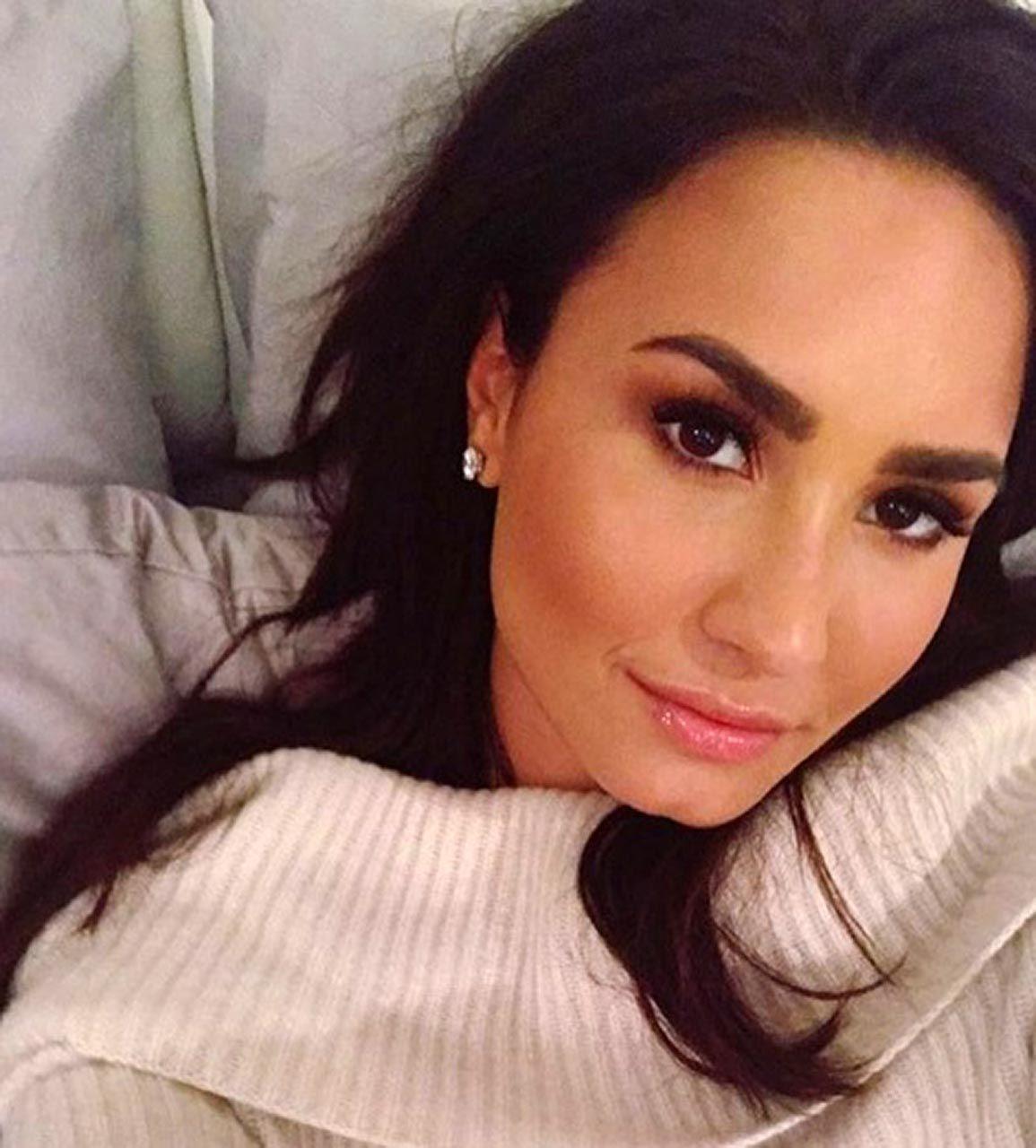 Demi Lovato Nude & Sexy 0043