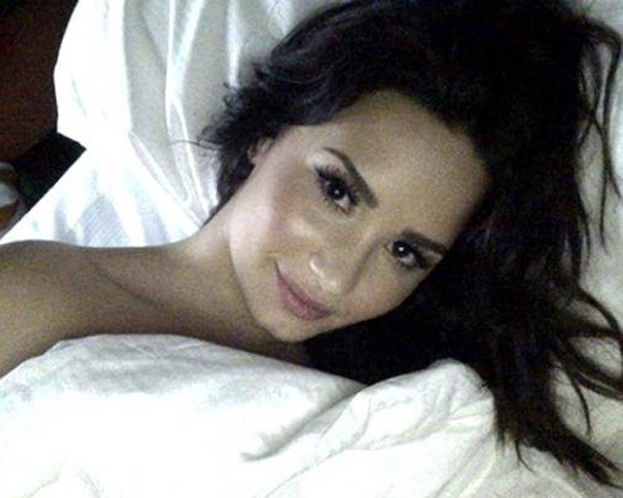 Demi Lovato Nude & Sexy 0057