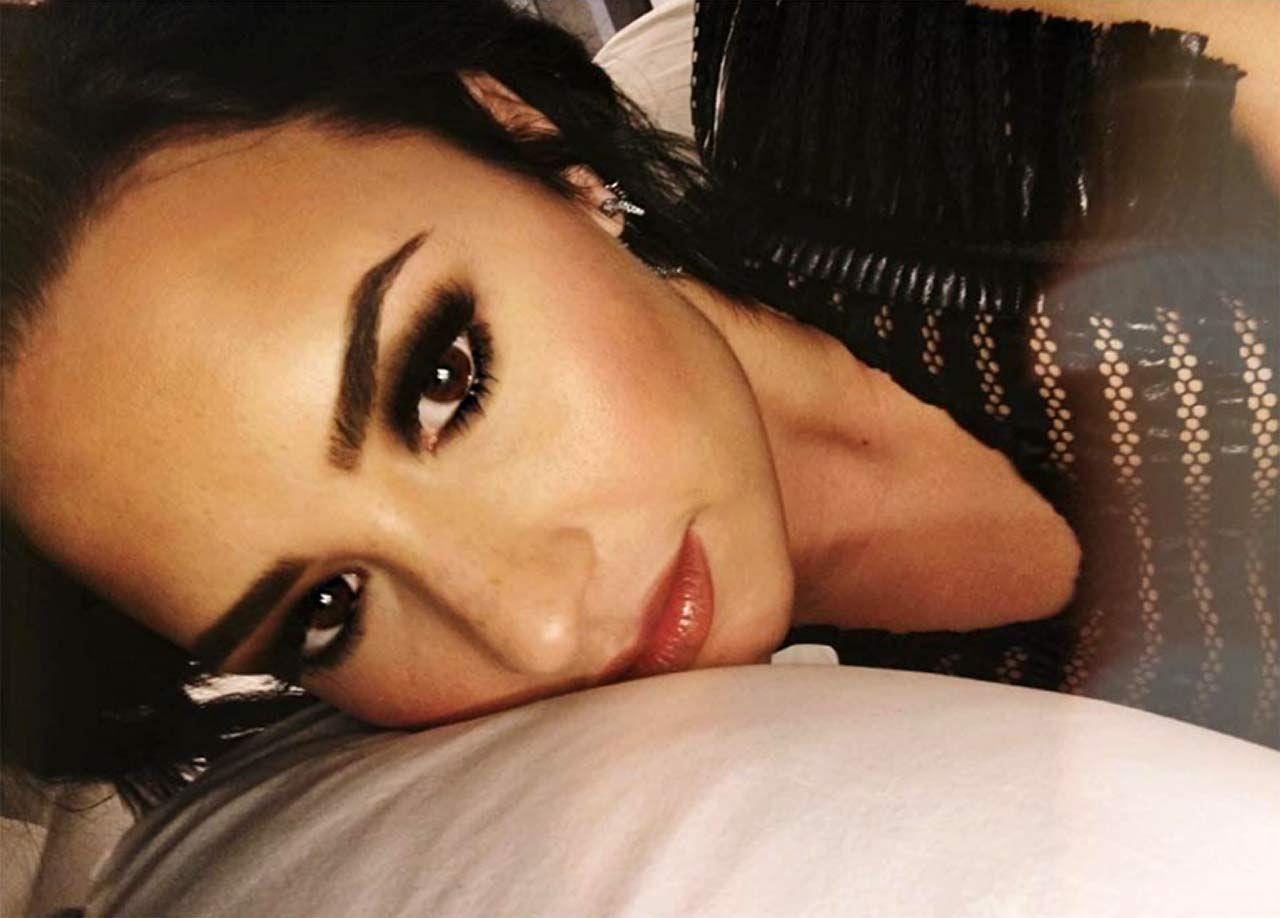 Demi Lovato Nude & Sexy 0067