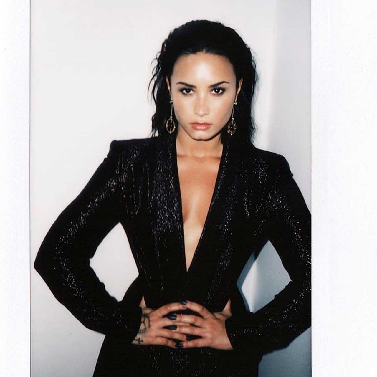 Demi Lovato Nude & Sexy 0083