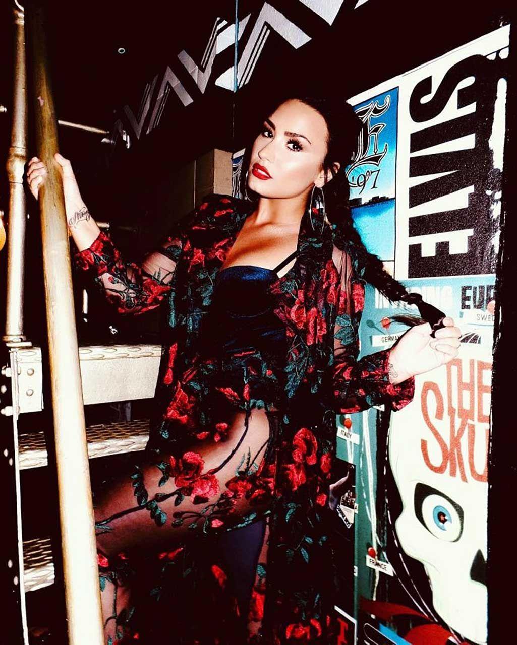 Demi Lovato Nude & Sexy 0084