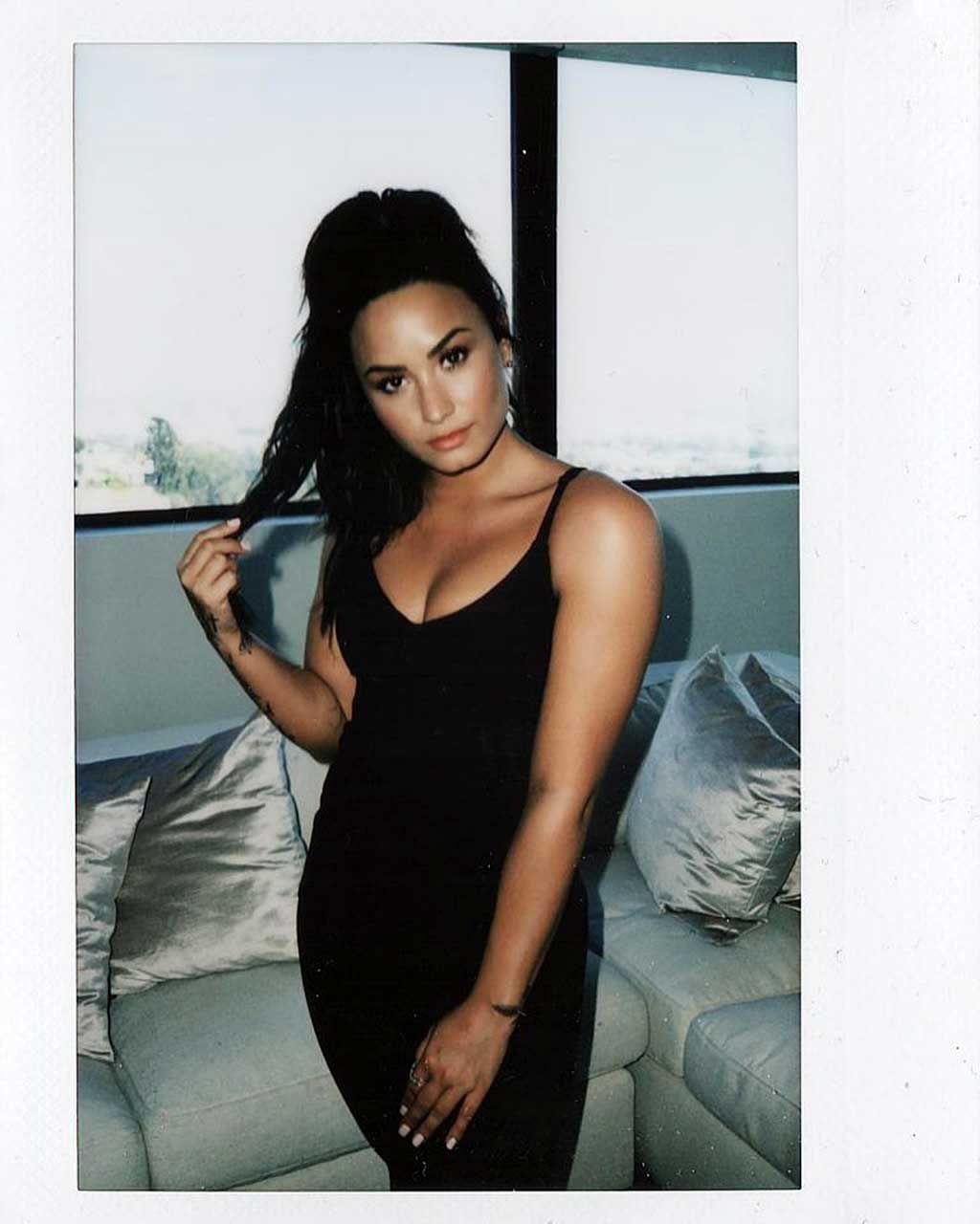 Demi Lovato Nude & Sexy 0086
