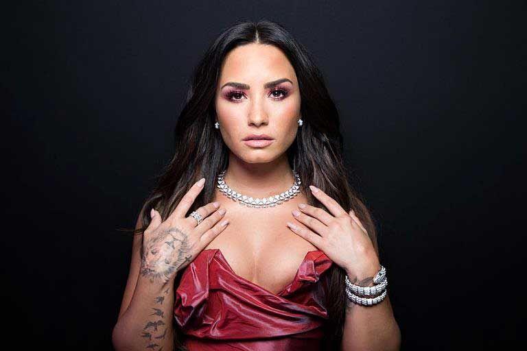 Demi Lovato Nude & Sexy 0089