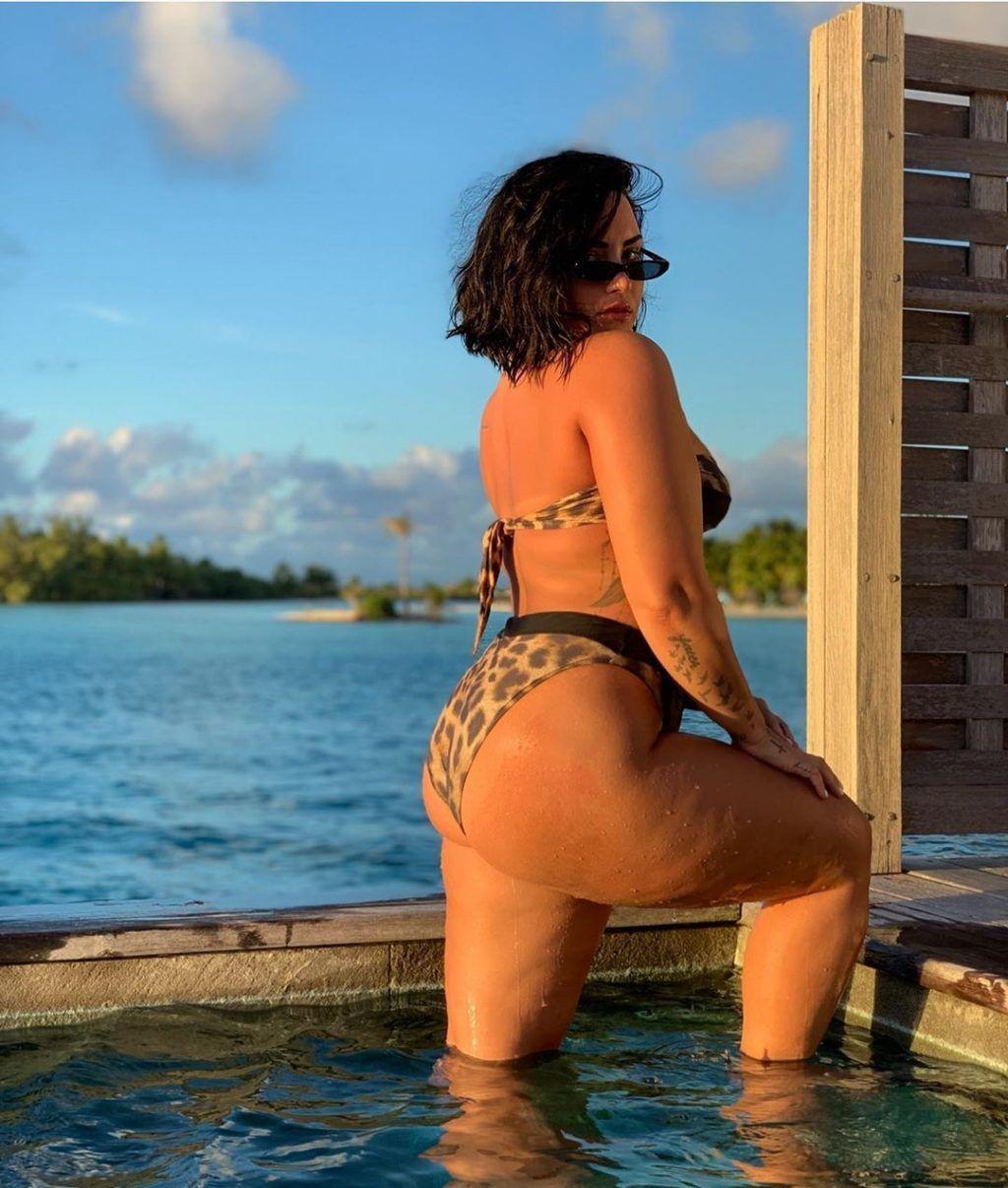 Demi Lovato Nude & Sexy 0095