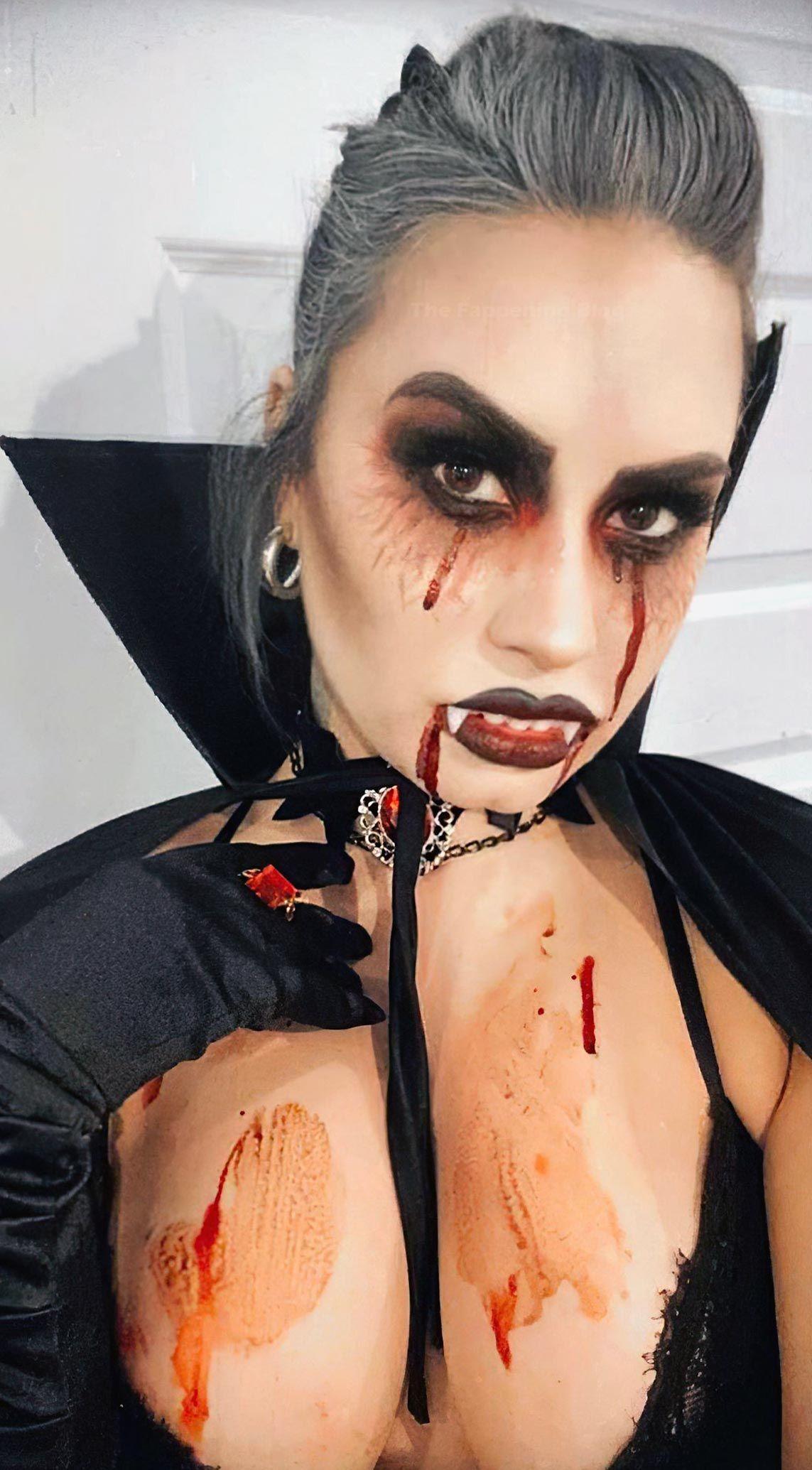 Demi Lovato Nude & Sexy 0135