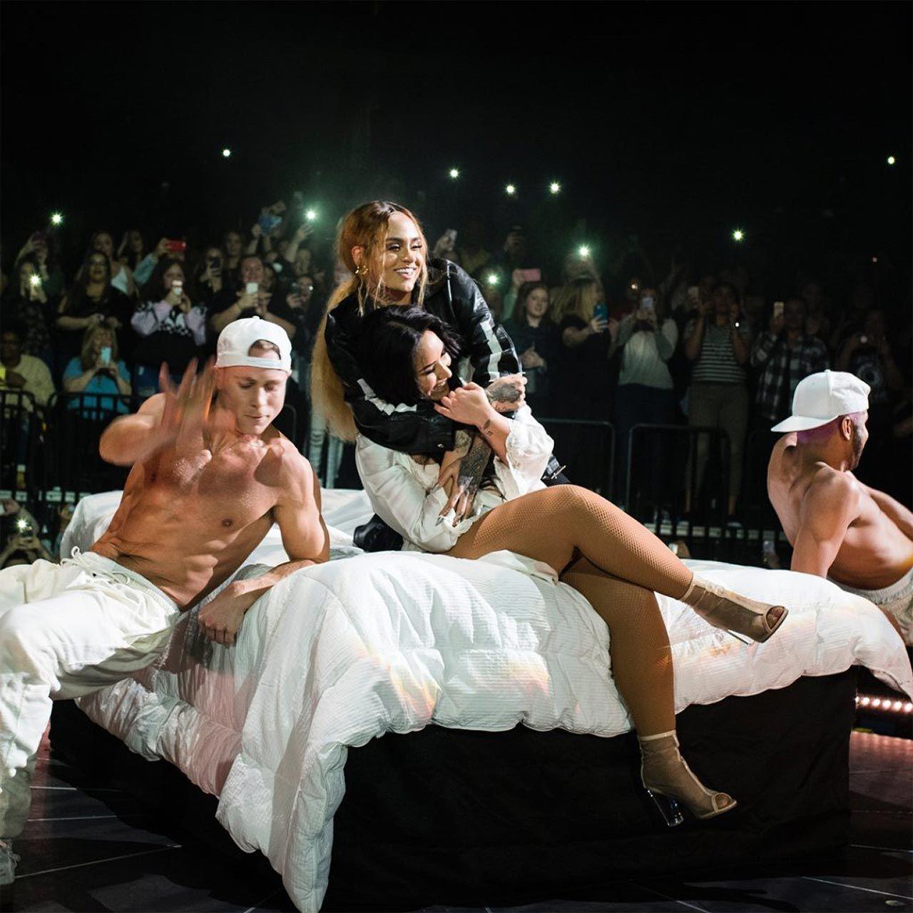 Demi Lovato Nude & Sexy 0139
