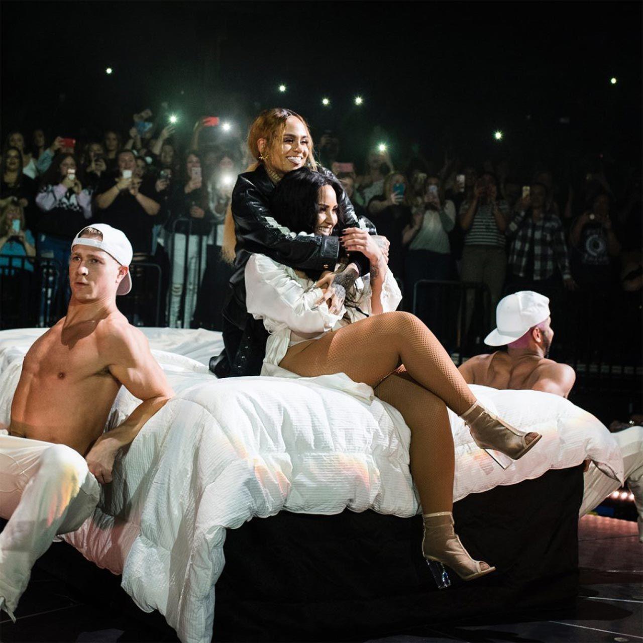 Demi Lovato Nude & Sexy 0140