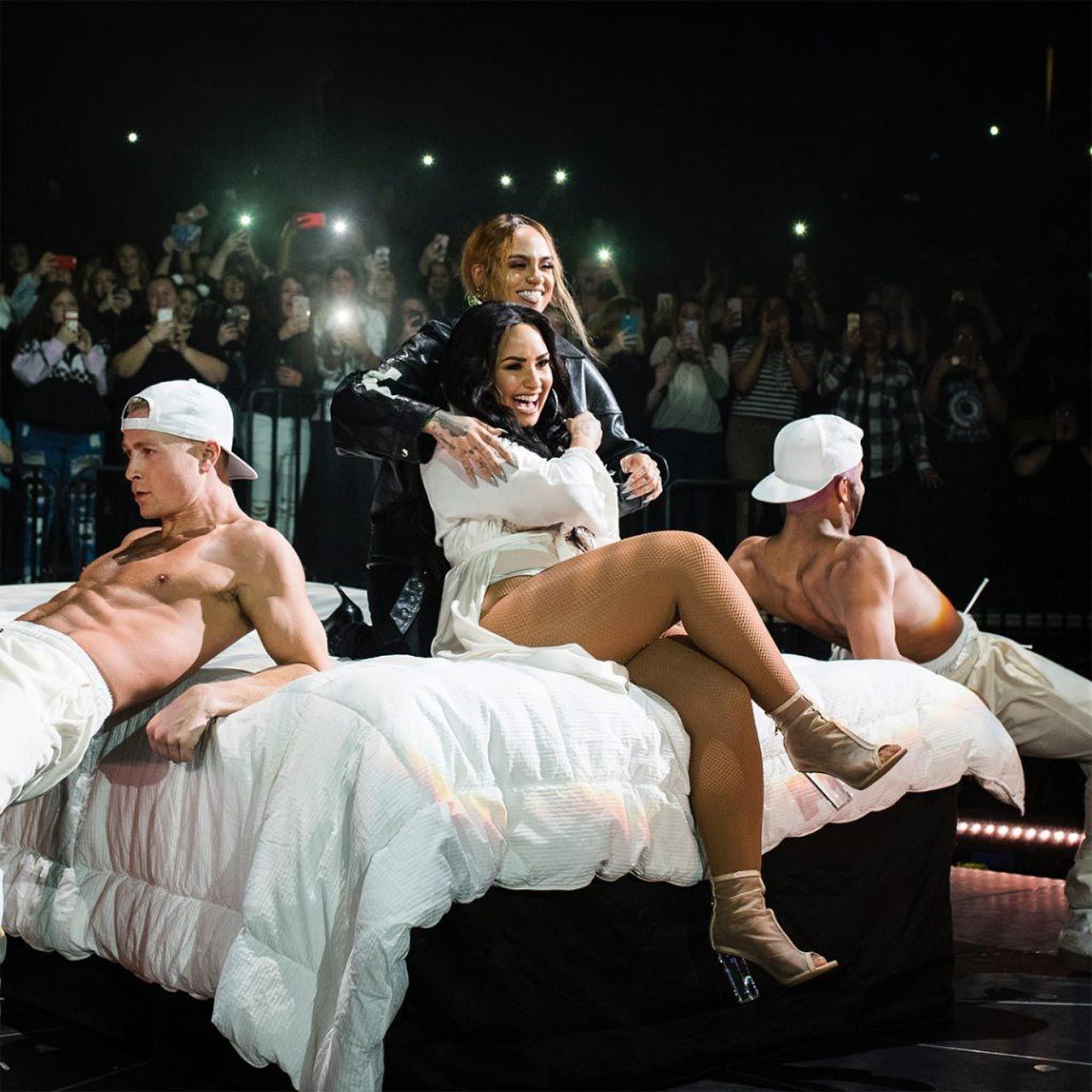 Demi Lovato Nude & Sexy 0141