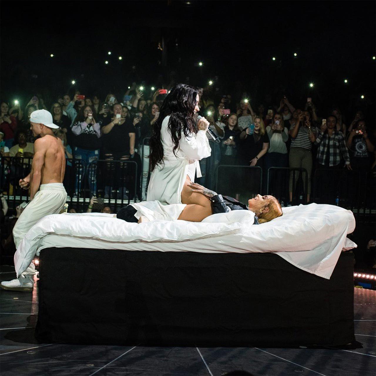Demi Lovato Nude & Sexy 0142