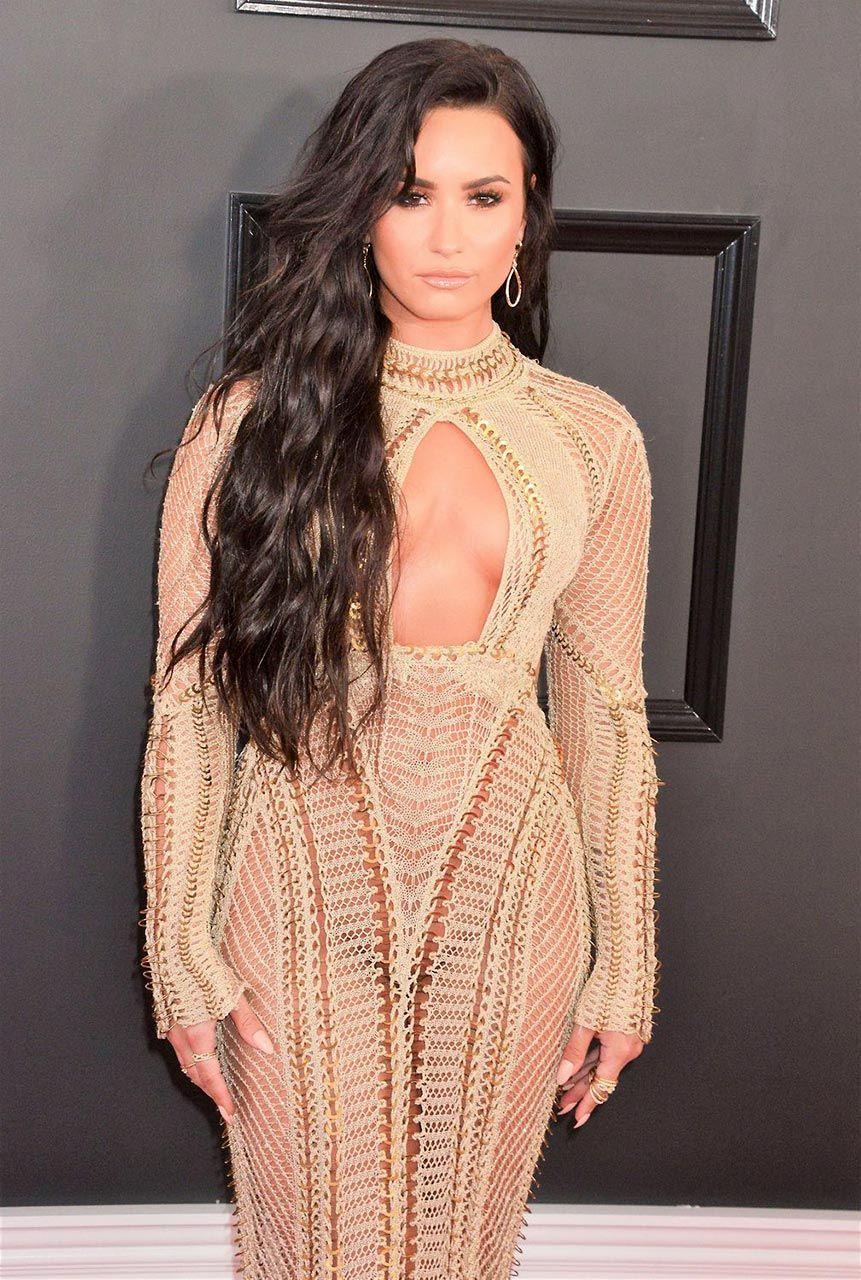 Demi Lovato Nude & Sexy 0159