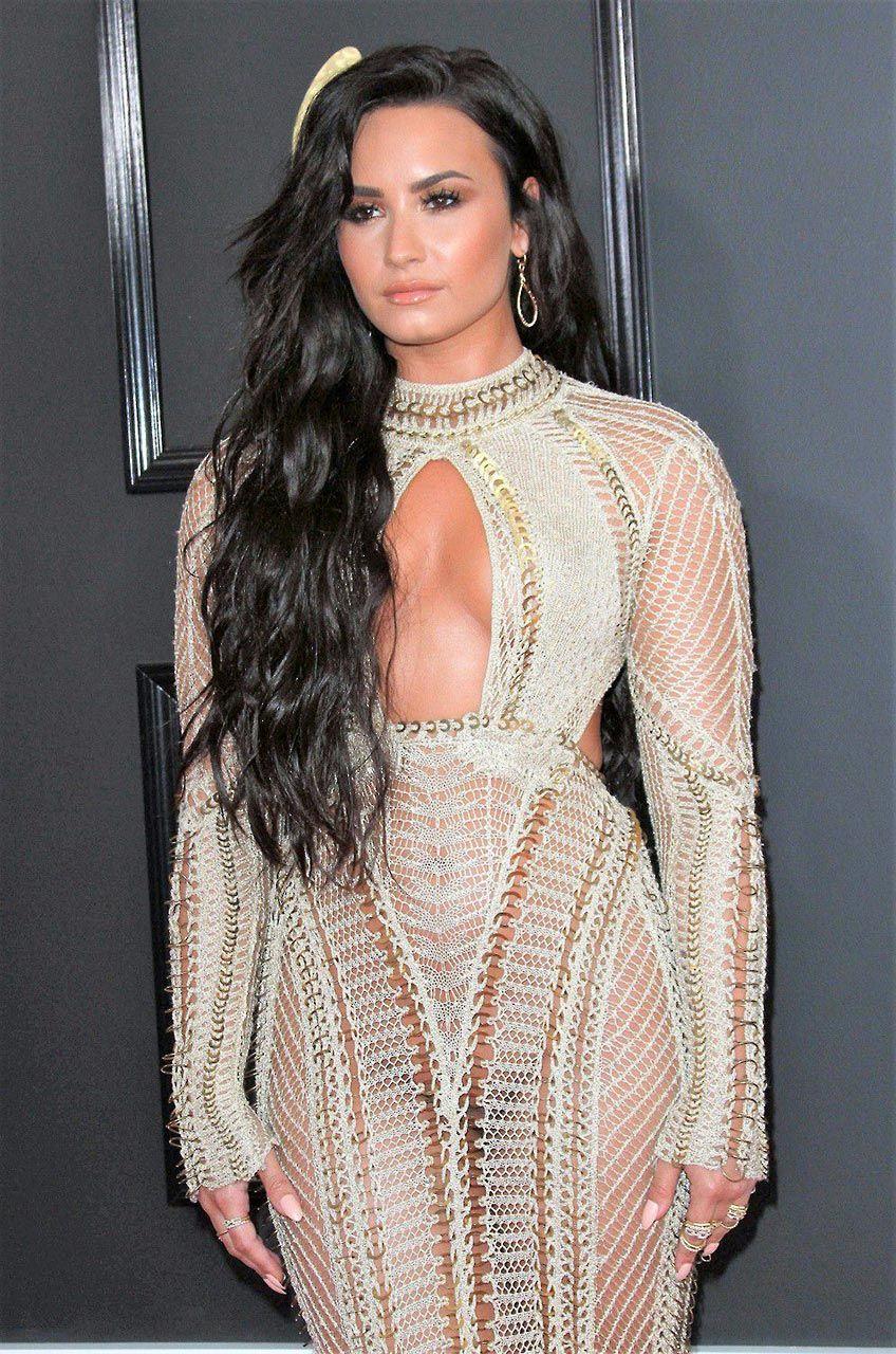 Demi Lovato Nude & Sexy 0165