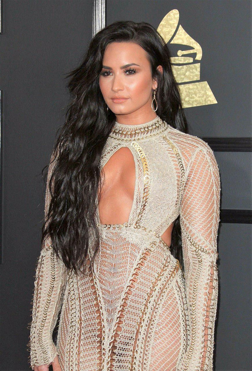 Demi Lovato Nude & Sexy 0168