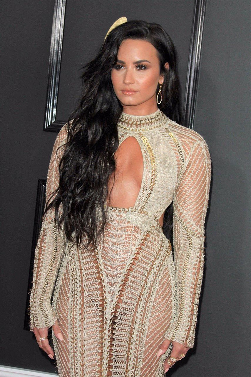 Demi Lovato Nude & Sexy 0170