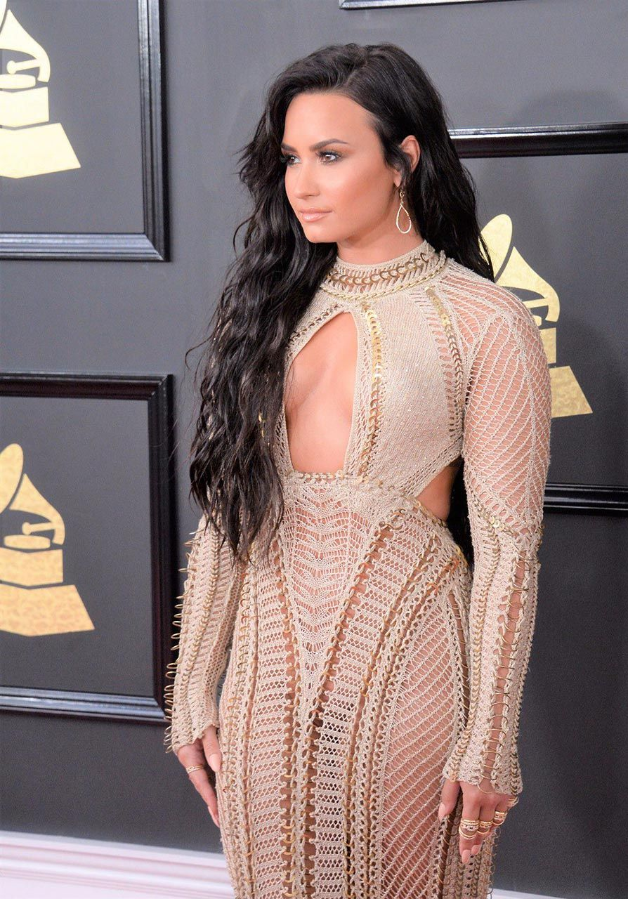 Demi Lovato Nude & Sexy 0173