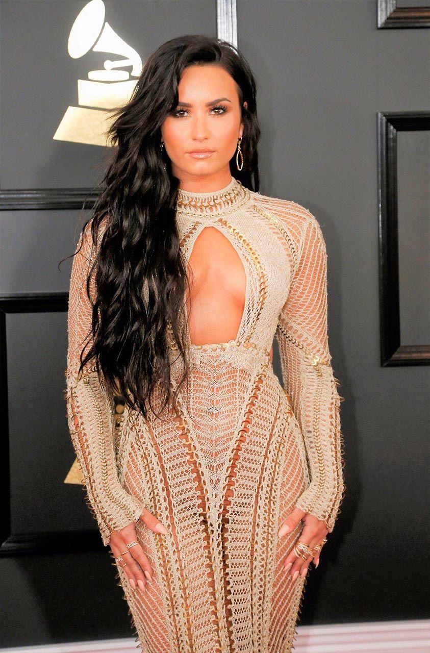 Demi Lovato Nude & Sexy 0175