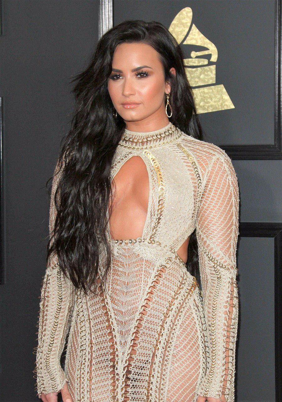 Demi Lovato Nude & Sexy 0179