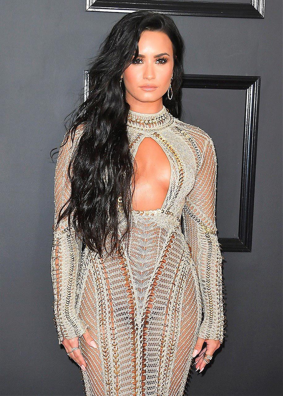 Demi Lovato Nude & Sexy 0180
