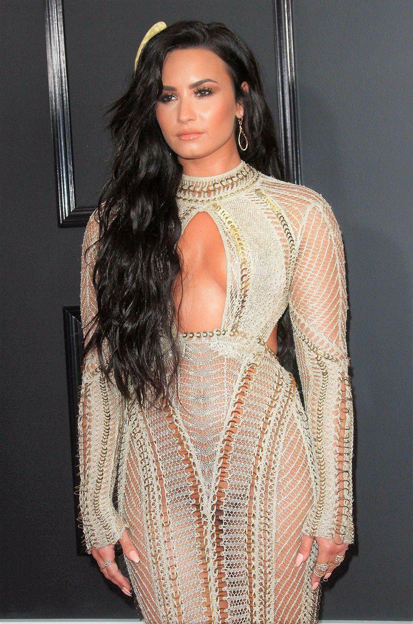 Demi Lovato Nude & Sexy 0181